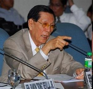 Juan Ponce Enrile disse que poderia mesmo ser colocado na mesma cela com integrantes da guerrilha islâmica Abu Sayaf, de Mindanao. E que se diz tranquilo de sua inocência.